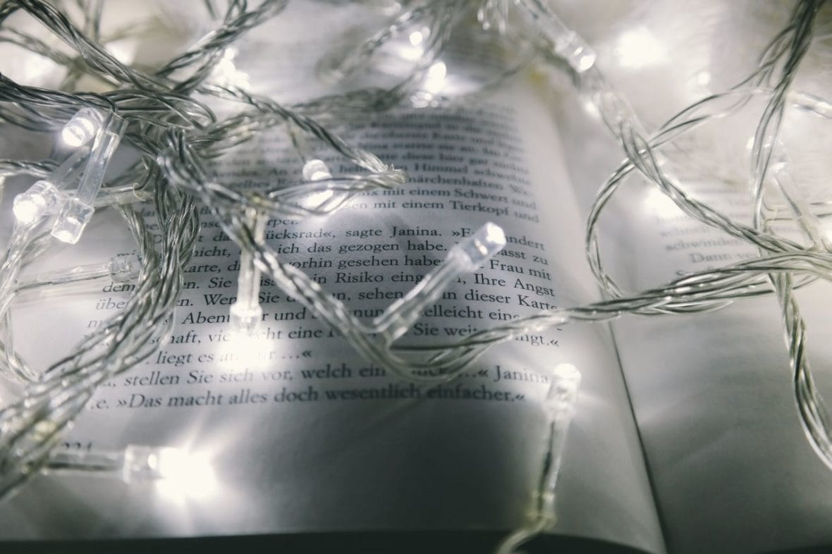 Pretty string lights - how to light your room with string lights and paper lanterns