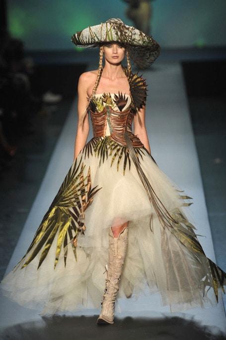 35-2010-Spring-Haute-couture-runway-Gaultier_runway