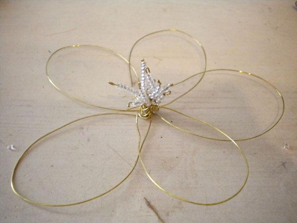 DIY fashion: Wire flower hair piece - step 4