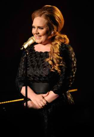 Adele at the VMAs with her hair in a low side ponytail