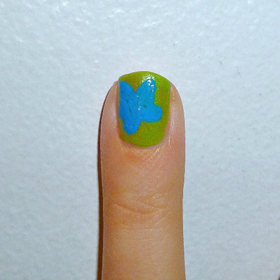 Andy Warhol-inspired Manicure: Flower nail step 2