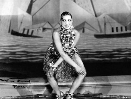Josephine Baker dances the charleston