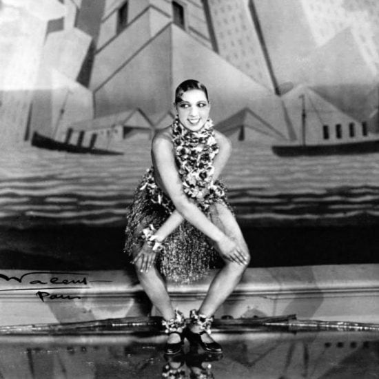 Josephine Baker dances the charleston