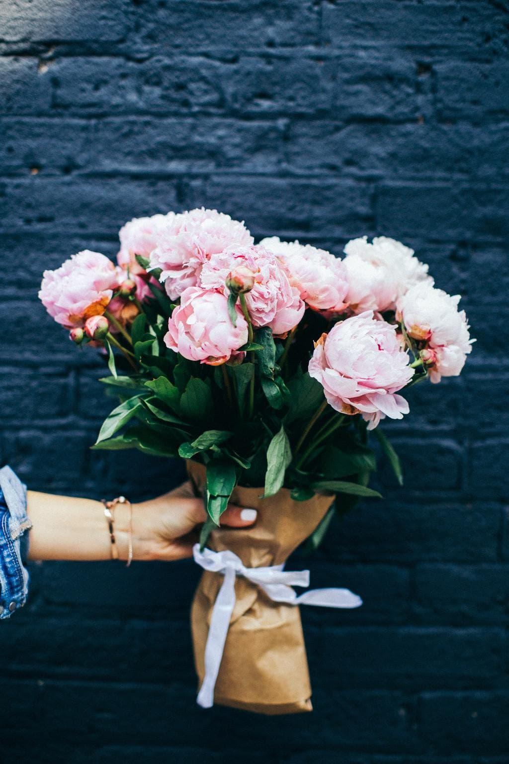 pink-flower-bouquet-stock-photo