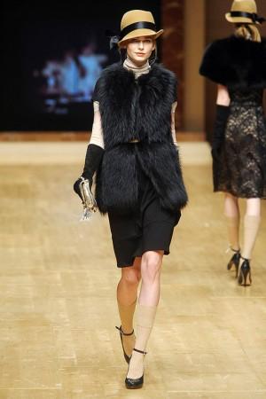 Blugirl black fur vest with hat