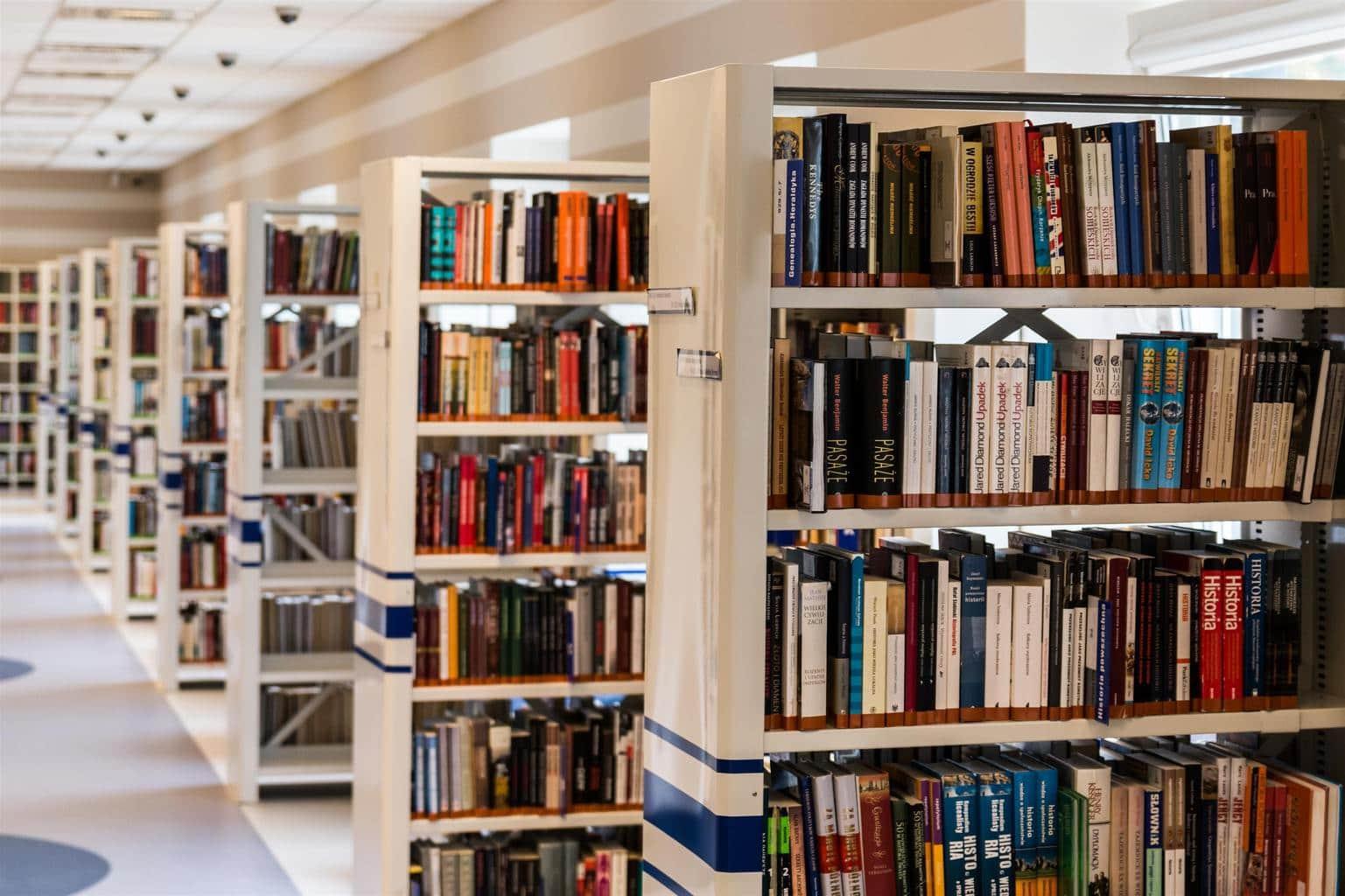 bookshelf-stock-photo