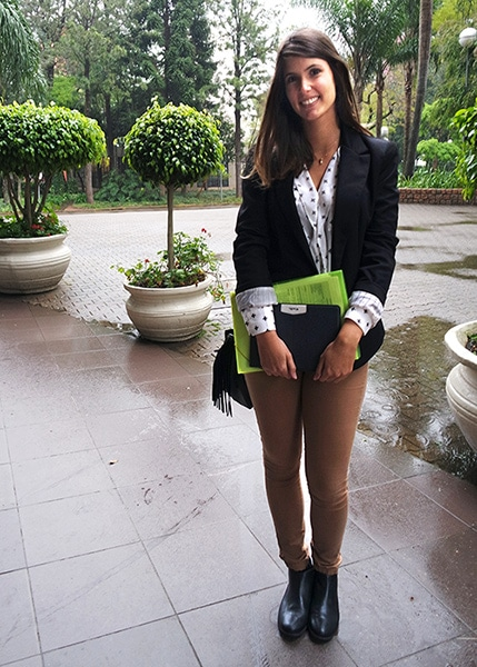 College street style in Brazil - Blazer, blouse, skinny pants, ankle boots, fringe bag