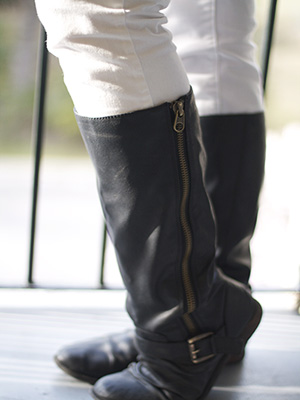 College street style - black leather boots