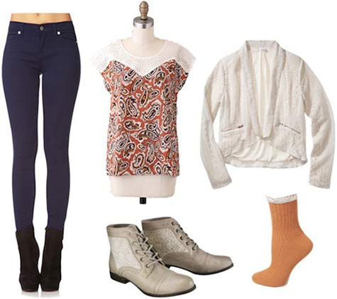Super Bowl outfit for a Denver Broncos fan: Patterned tee, cream cardigan, skinny jeans, orange socks, ankle booties