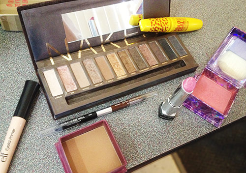 Carrie Bradshaw makeup - what you'll need