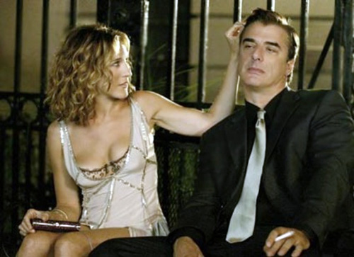 Carrie Bradshaw in Sex and the City rocking the visible bra trend
