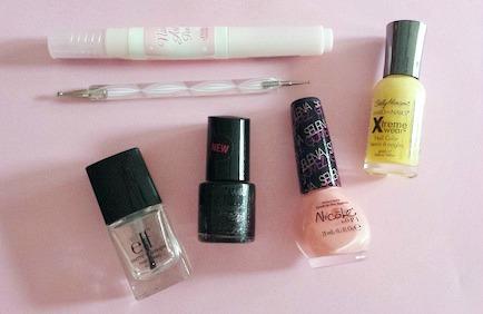 Chalkboard nails materials