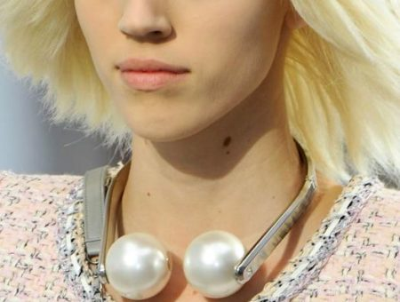 Modern pearls on the Chanel runway