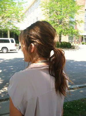 Simple and chic ponytail for summer