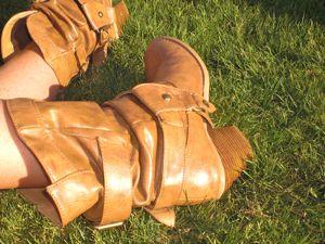 College street style trend - cowboy boots