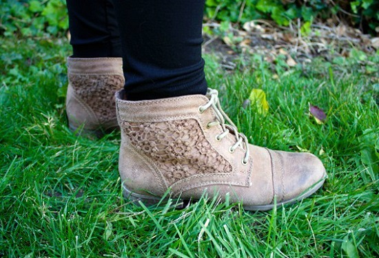 College fashion trend flat ankle boots
