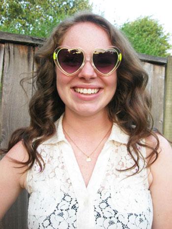 College street style trend - Heart sunglasses