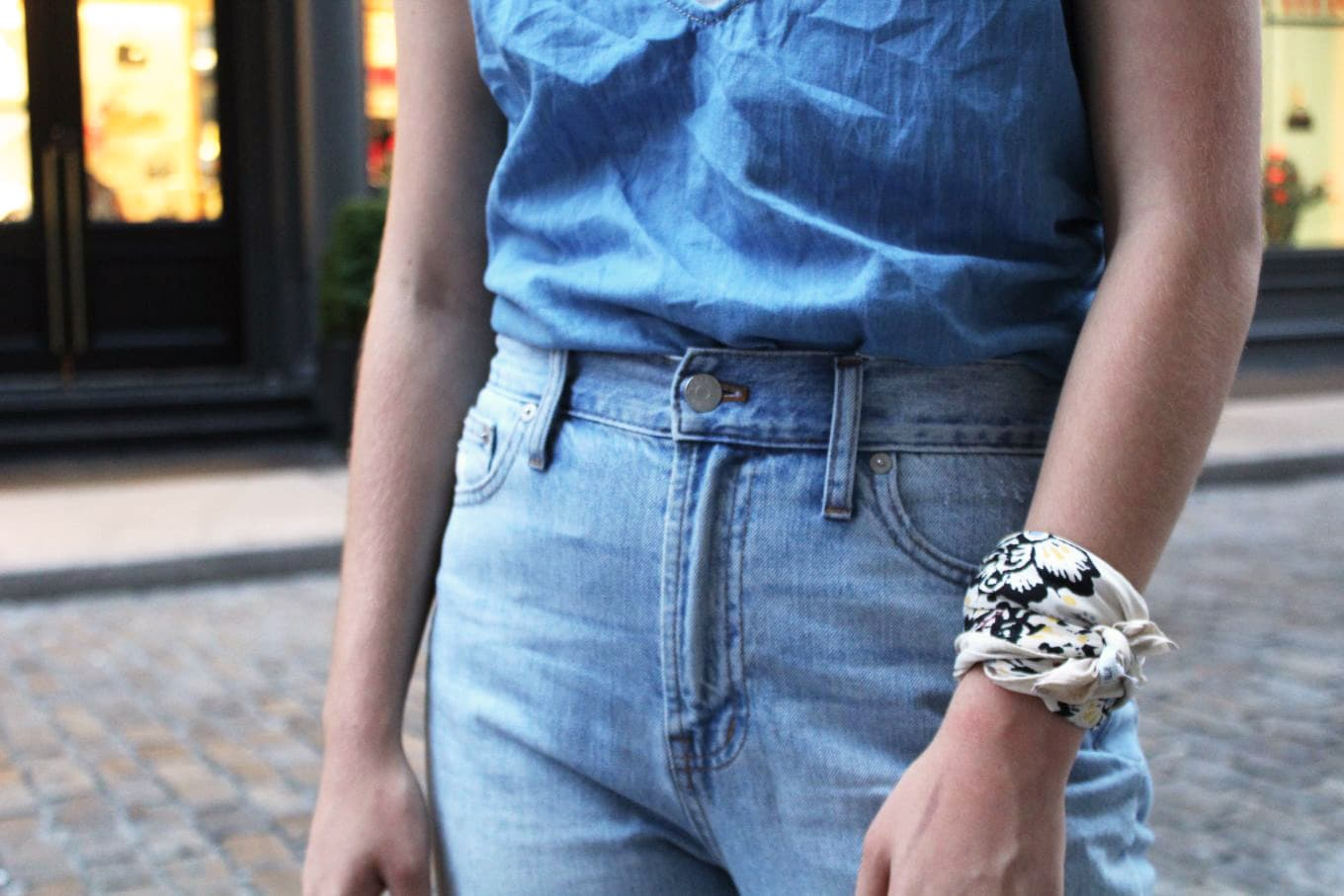 College street style in NYC - fashion intern Anna wears a blue cami, mom jeans, and a bandana worn as a bracelet