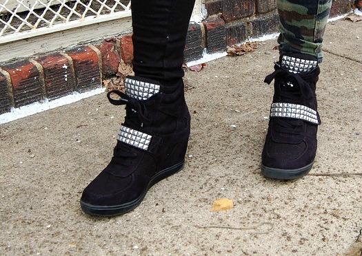 College student wearing wedge sneakers