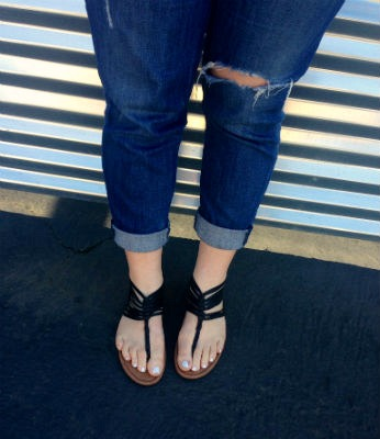 College style cuffed boyfriend jeans and black sandals