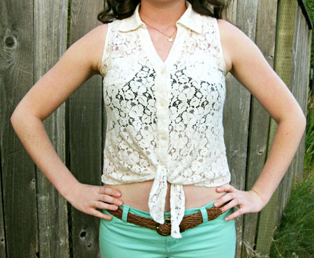 College street style - lace crop top and seafoam jeans