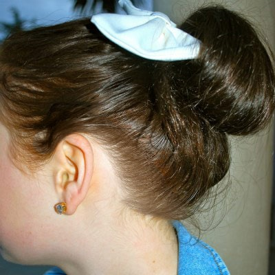 College style trend: Hair bow and glasses
