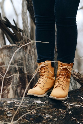 College trend on campus on an Oregon State University street style fashionista: Lace-up boots