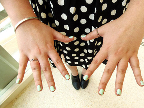 College trend: mint nails