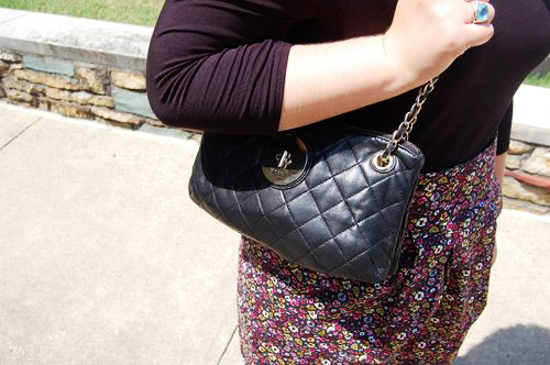 College street style trend: Simple quilted purse