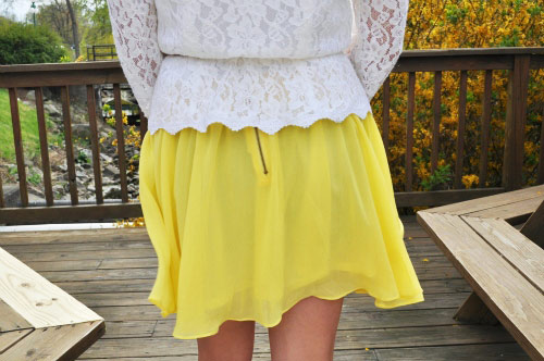 Spring fashion trends at Bucknell University - Yellow skirt