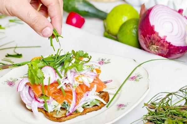 putting greens on sandwich