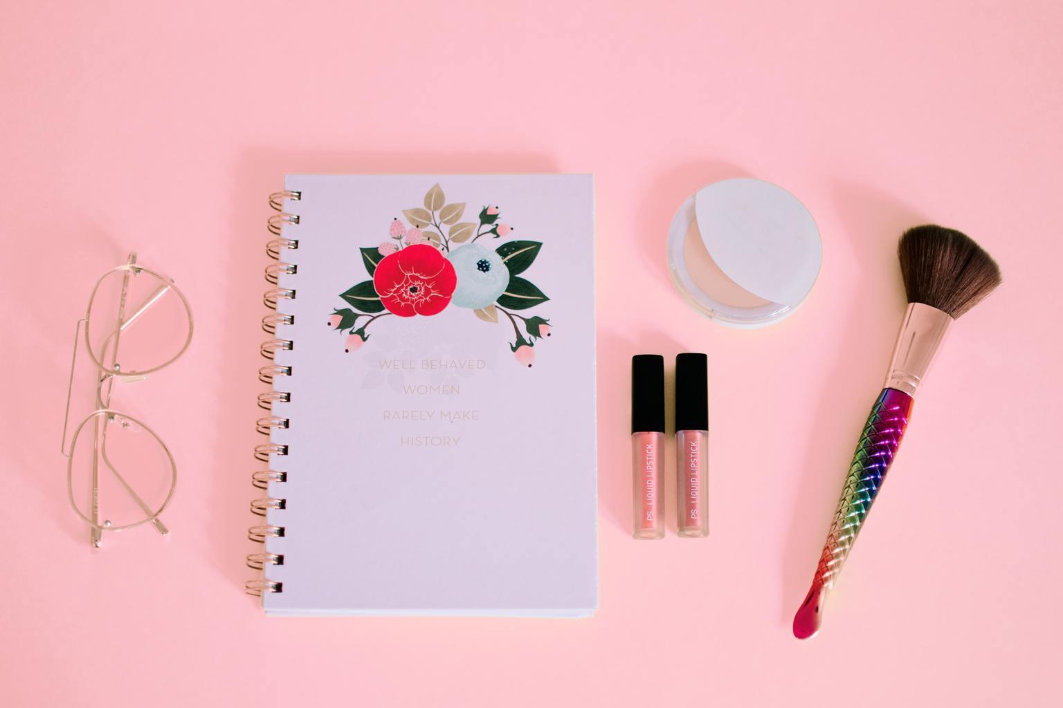 Cute desk in pink