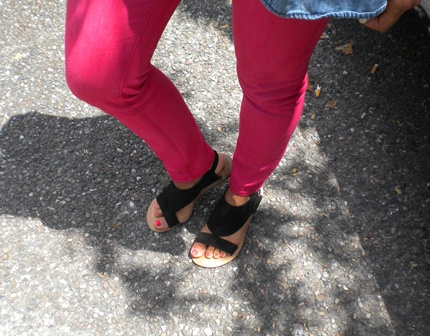 College street style: Hot pink skinnies and black suede sandals