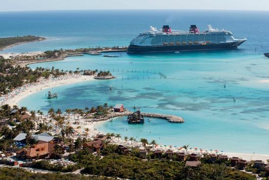 Disney cruise line fashion inspiration