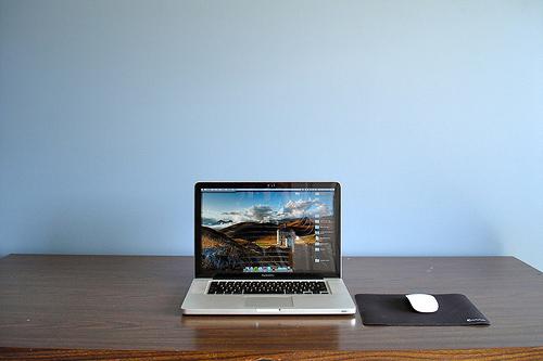 Distraction-free minimalist desk