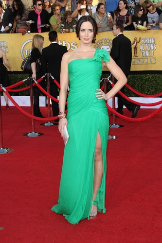Emily Blunt in Oscar de la Renta at the 2012 Screen Actor's Guild Awards