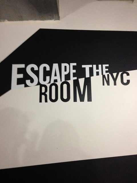 escape the room NYC sign