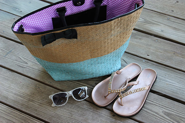 DIY Beach Bag Makeover: Finished painted wicker bag
