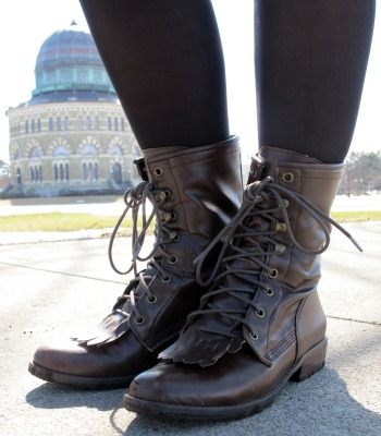 College street style fashion trend - Lace-up boots
