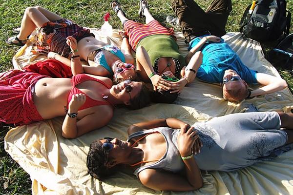 friends-on-blanket-outside