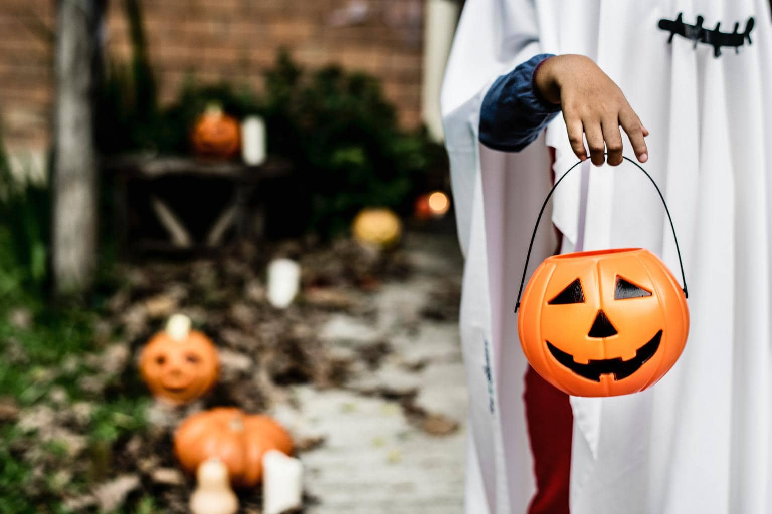 c89e2ee00a Halloween is practically synonymous with DIY costumes–especially for college  students on a budget. Last week, we covered Halloween Costumes for BFFs; ...