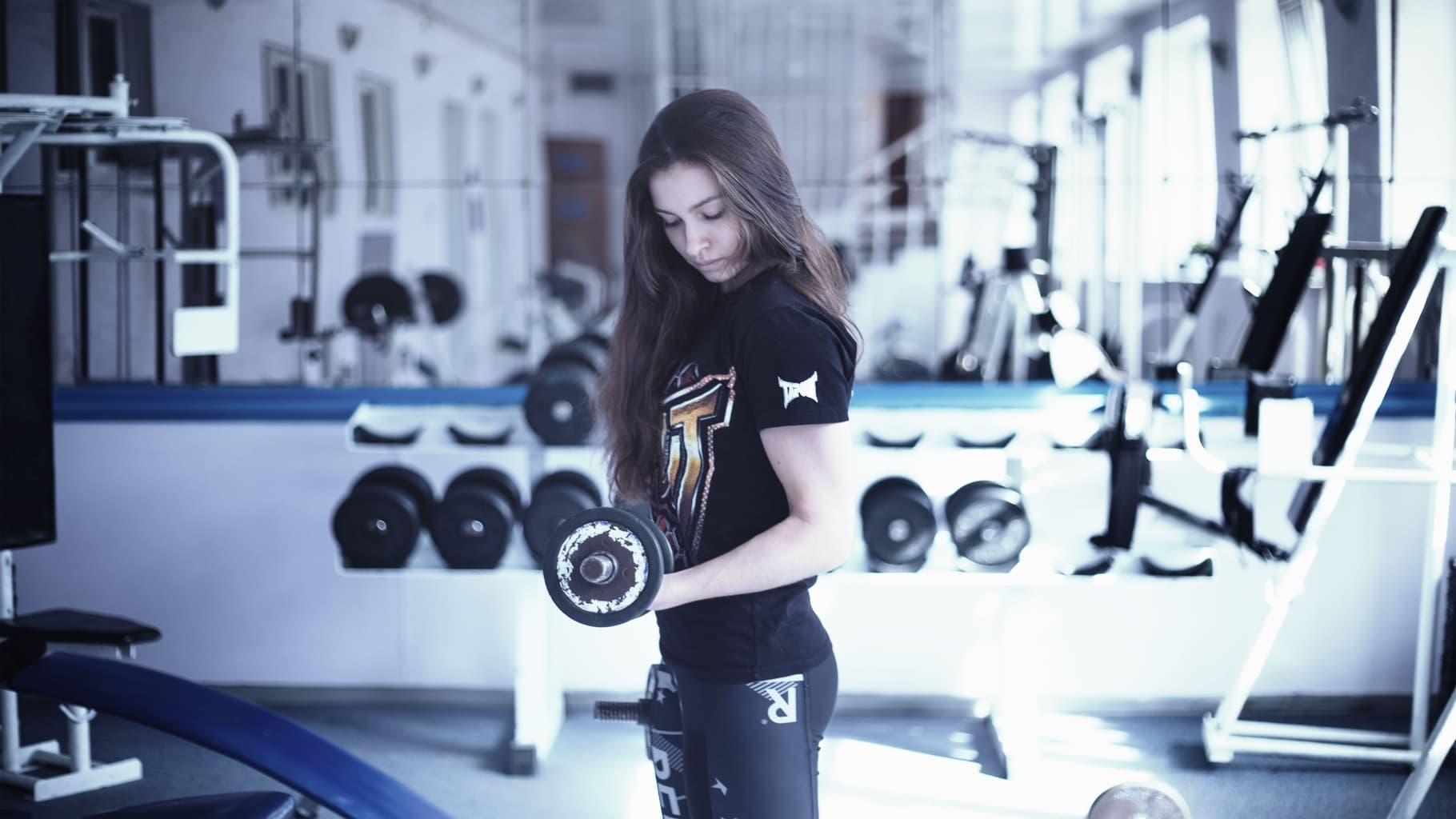 Girl lifting weights for her new year's resolution