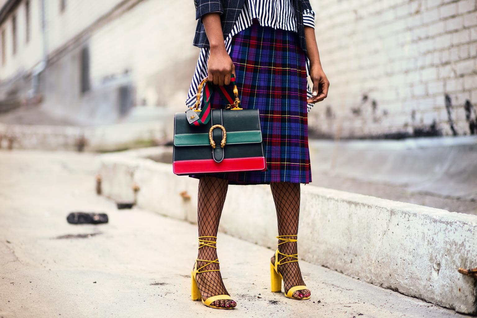 Internship style: Girl wearing a long skirt, heels, and a colorful bag