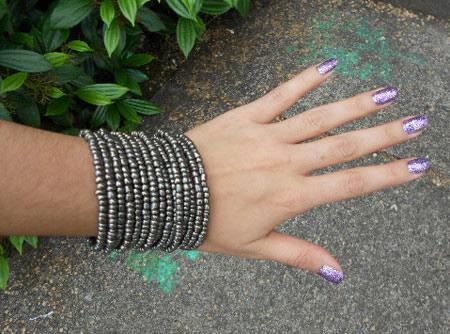 Hot beauty trend: Purple glitter nails