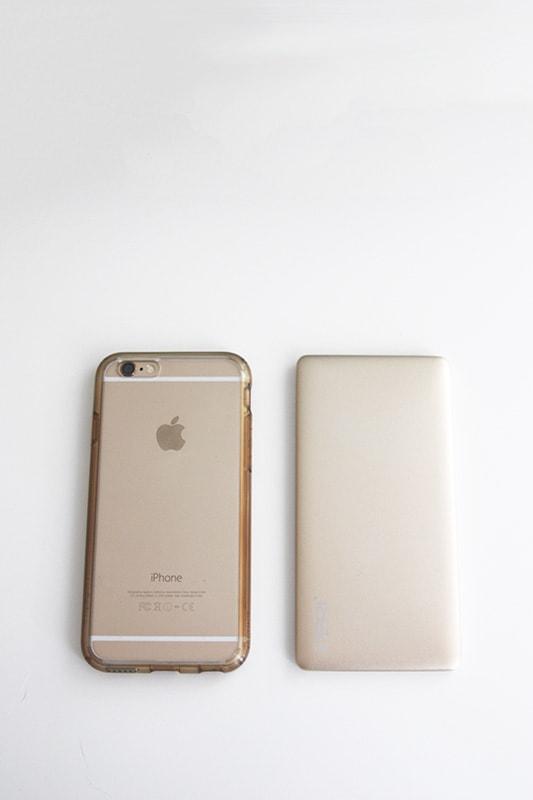 iPhone 6 vs PERI GoCharge size comparison
