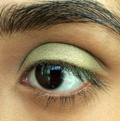 Green eye makeup spring