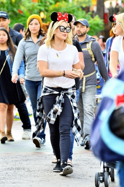 Hilary Duff in jeans, a tee, and flannel shirt