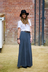 How to wear a maxi skirt in summer
