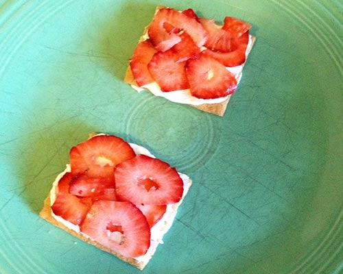 Ice box cake crackers strawberries