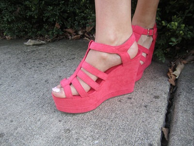 Fashion on campus at the University of Iowa - Hot pink heels